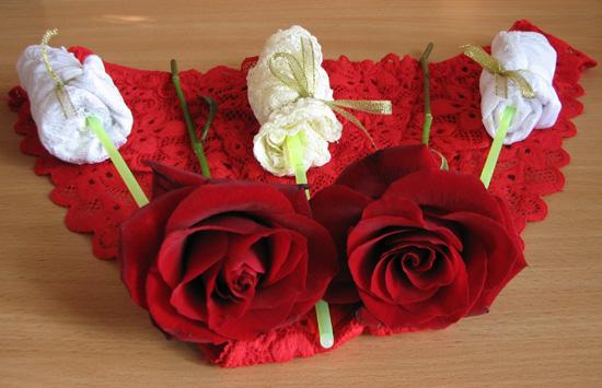 розы из женских трусиков в подарок своими руками