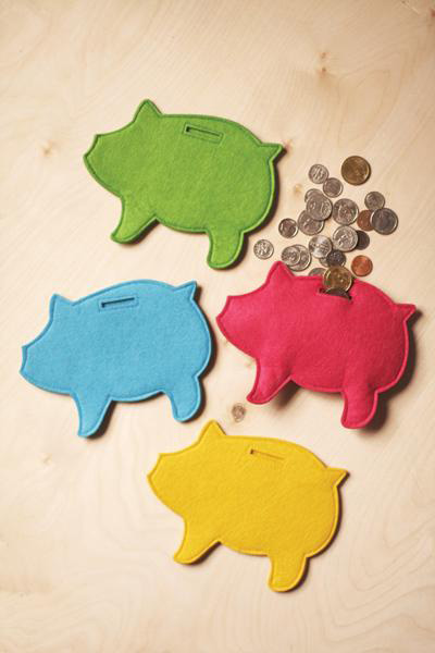монетки и купюры в свинках из фетра