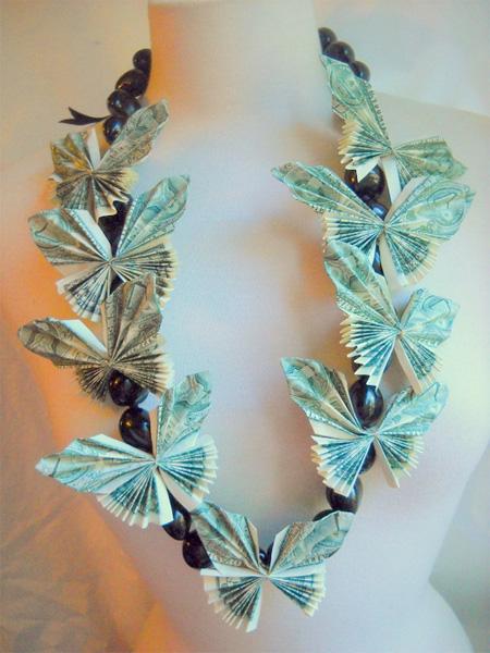 ожерелье из денег (из денежных купюр) сложенных в виде бабочек в технике оригами