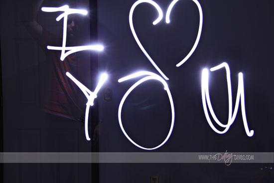 """подарок к 14 февраля, на день валентина или на годовщину: послание в бутылке:  рисуем светом в темноте """"я тебя люблю"""""""